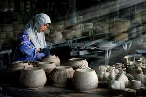 PSA HM Ribbons - Sau Fong Neo (Malaysia)Ceramic Lady Artist