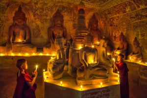 PhotoVivo Merit Award - Kwok Hoong Vincent Eu (Singapore)<br />Inside The Cave Prayers