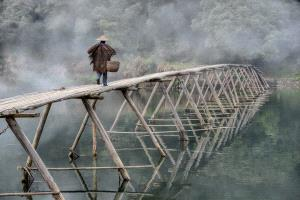 PIPA Merit Award - Feng Lee (Taiwan) <br /> Farmer Cross Bridge