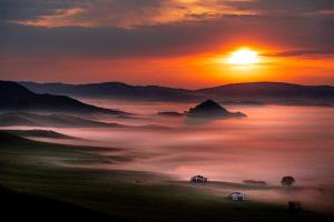 PhotoVivo Honor Mention e-certificate - Thinh Nguyen (USA) <br /> Sunrise Over Misty Valley